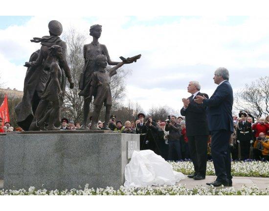 Скачать Памятники детям войны фото 1920x1080 px
