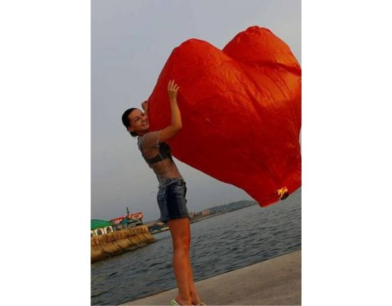 Скачать Небесный фонарик сердце фото 600x870 px
