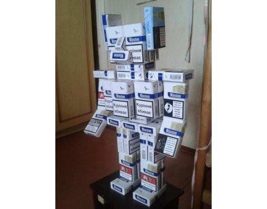 Скачать Робот из пачек сигарет фото 600x800 px
